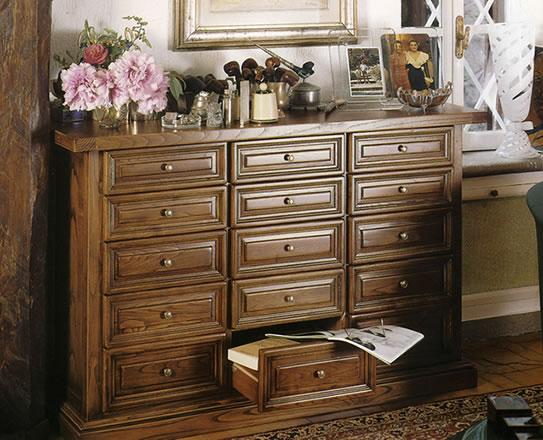 Stile antico progettazione e realizzazione di mobili su - Mobili soggiorno legno massello ...